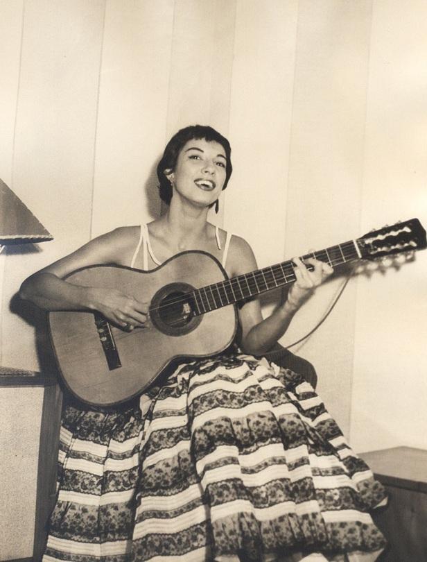 Inezita Barroso em 1952 (2)- acervo Marta Barroso
